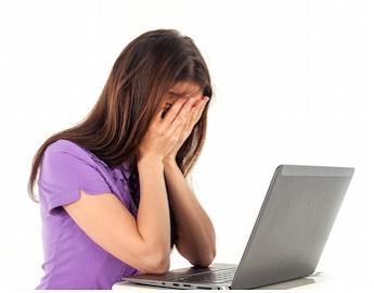 Hướng dẫn cách xử lý khi lỡ tay làm đổ nước hoặc các chất lỏng vào máy laptop
